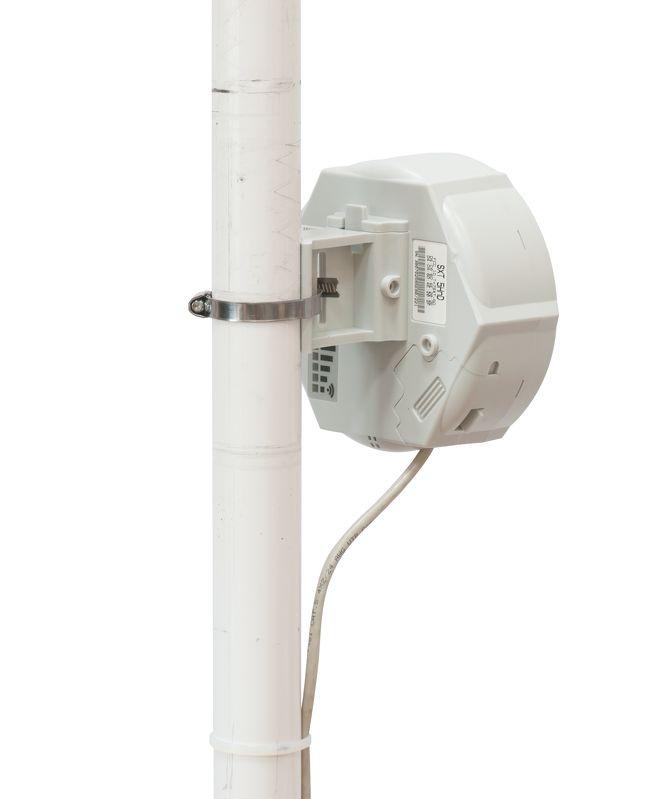 رادیو وایرلس میکروتیک Mikrotik SXT SA5 ac یکی از محصولات دیگر میکروتیک است که دارای توانایی های خاصی می باشد . این رادیو را می توان برادرSXT SA5 دانست .SXT SA5 ac دارای یک آنتن با زاویه دید 90 درجه است و با دارا بودن لایسنس سطح 4 امکان استفاده به عنوان AP را به شما خواهد داد . در این رادیو امکان مادولاسیون256-QAM فراهم شده که خود یکی از علل تمایز این محصول نسبت به سایر تولیدات میکروتیک است . با افزار نت همراه باشید برای بررسی بیشتر رادیوSXT SA5 ac .