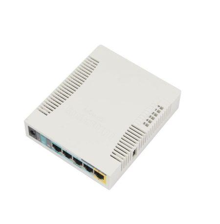 روتر وایرلس میکروتیک Mikrotik RB951Ui-2HnD دارای 5 پورت اترنت 10/100 و یک پورت USB از نوعtype A می باشد . این روتر وایرلس از پردازنده تک هسته ایAR9344 با