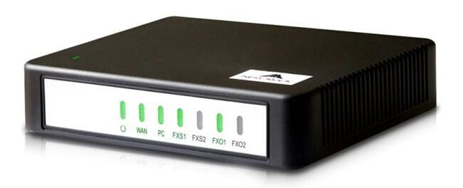 ویپ گیت وی نیوراک Newrock HX440E یکی دیگر از محصولات خانواده نیوراک که به دلیل داشتن 4 پورت FXO جزو محصولات پر مصرف این کمپانی به شمار می رود . بهره مندی از پردازنده ی جدید و پشتیبانی از پروتکلSIP و MGCP کیفیت صدای مطلوب و کیفیت ارسال فکس مناسبی در اختیار شما قرار می دهد . با افزار همراه باشید تا در ادامه به بررسی دقیق تر این محصول بپردازیم .